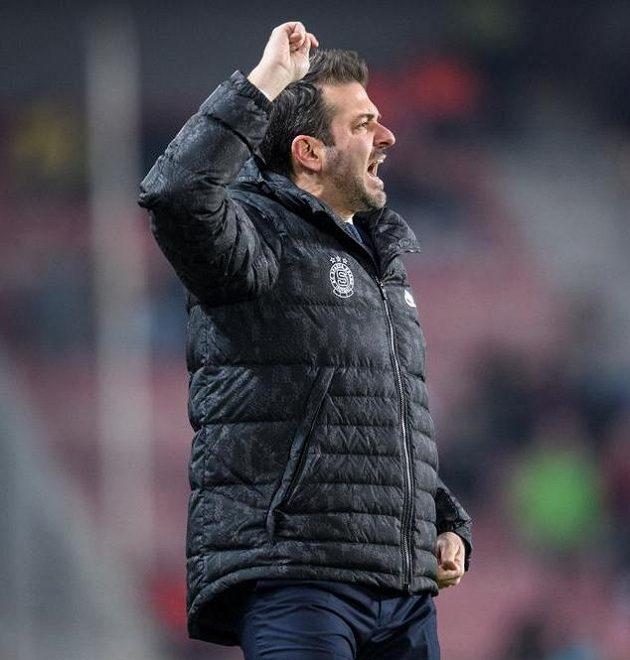 Bylo mi ctí, loučím se... Andrea Stramaccioni už není trenérem Sparty.