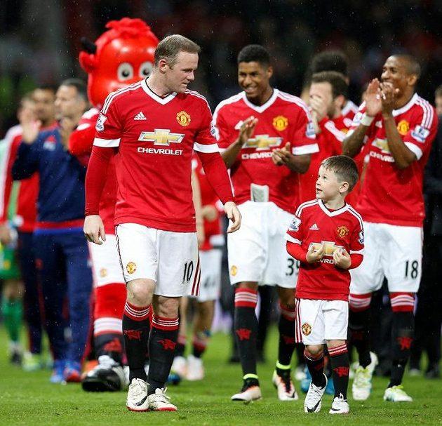 Wayne Rooney pozval na trávník Old Trafford také syna Kaie.