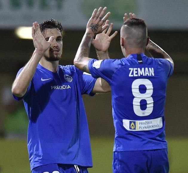 Zleva Taras Kačaraba a Martin Zeman z Liberce se radují z druhého gólu.