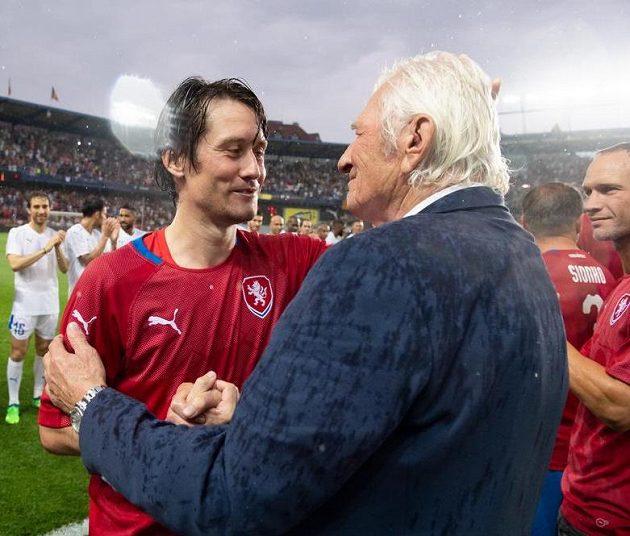 Tomáš Rosický a Karel Brückner během dojemné rozlučky.