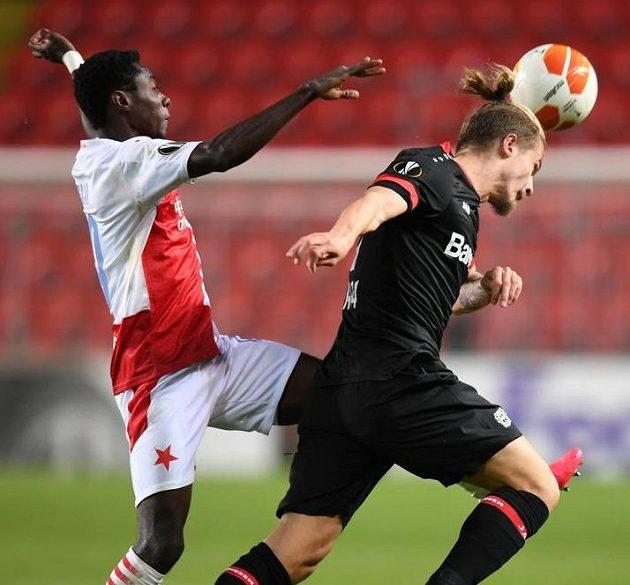 Slávista Oscar (vlevo) během utkání s Leverkusenem.