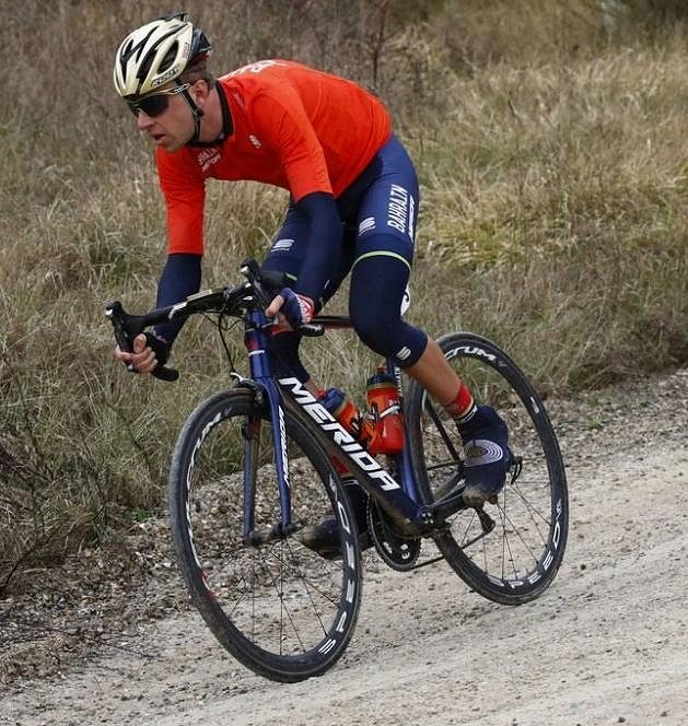Ondřej Cink z týmu Bahrajn-Merida na trati italské klasiky Strade Bianche.