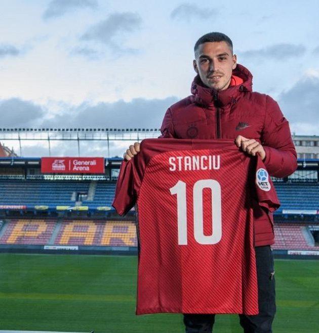 Nicolae Stanciu dostal na Letné dres s číslem deset po Tomáši Rosickém.