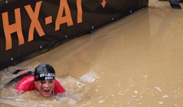 Zuzana Kocumová v Koutech. I tady se muselo pod vodu na jedné z překážek.