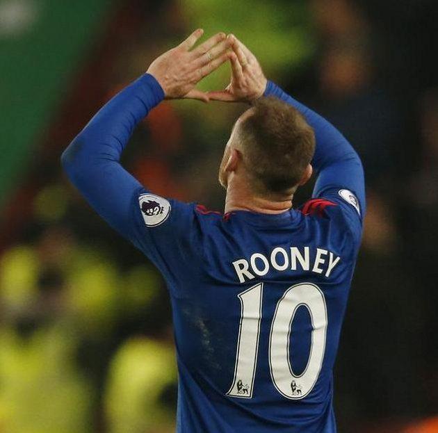 Wayne Rooney slaví svůj slavný gól...