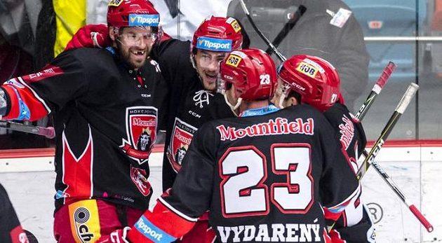 Zleva střelec gólu Radek Smoleňák, Martin Pláněk, René Vydarený a Petr Koukal (všichni z Hradce Králové) oslavují.