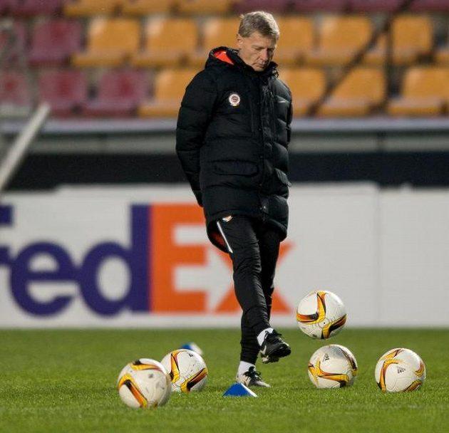 Trenér Sparty Praha Zdeněk Ščasný během tréninku před utkáním Evropské ligy.