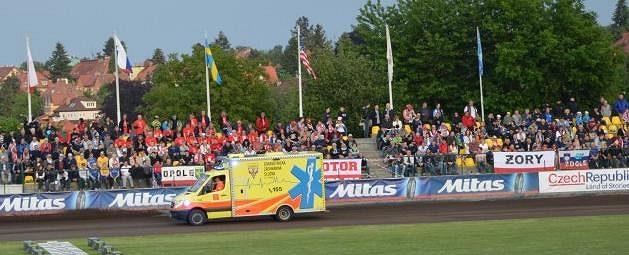 Záchranka sice vyjela na trať, ale lékařských služeb nakonec nebylo při pražské GP třeba.