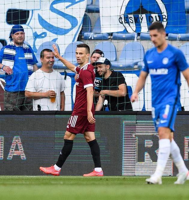 Pardon, kluci... Jakub Pešek ze Sparty Praha svůj gól bývalému týmu neslavil.