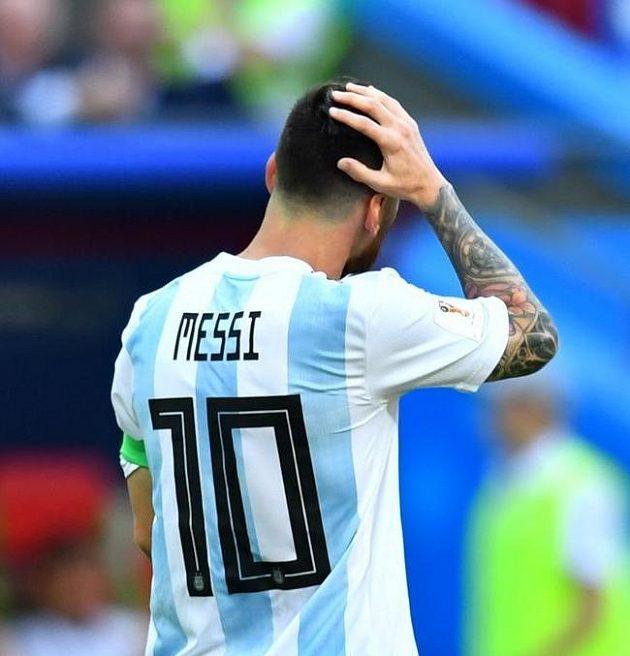 Lionel Messi už ví, že je zle...