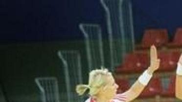 Chorvatky Arslanagičová a Penežičová se radují ze vstřelené branky v zápase se Srbskem.
