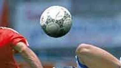 Legendární francouzský fotbalista Michel Platini vdobách aktivní hráčské kariéry.