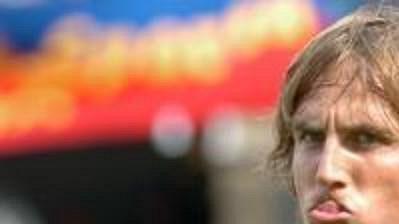 Miroslav Matušovič zřejmě přemýšlí, jak se má chovat profesionální fotbalista.