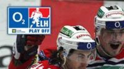 Hokejisté Pardubic se radují z postupu do semifinále
