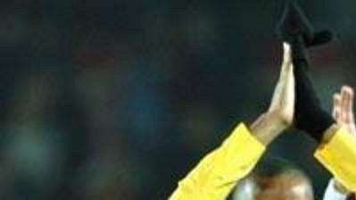 Hrdina zápasu Thierry Henry (vlevo) sRobertem Pirésem už ve sparťanském dresu po zápase na Letné.