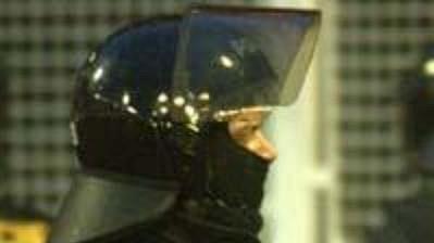 Zásah policie při fotbalovém derby - ilustrační foto