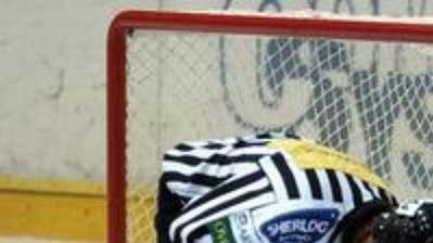Hokejoví rozhodčí budou pískat podle stejných pravidel jako dosud.