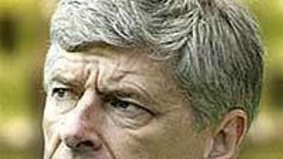 Trenér Arsenalu Arsene Wenger (vlevo) a kouč Chelsea José Mourinho.
