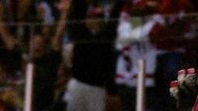 Brendan Shanahan vdresu Detroitu.
