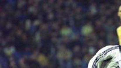 Claude Makelele (v bílém) je důležitým mužem sestavy Realu Madrid.