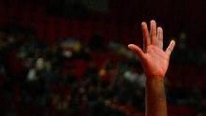 Ipřes výborný výkon opory zNBA Andreje Kirilenka (uprostřed), podlehli ruští basketbalisté Francii