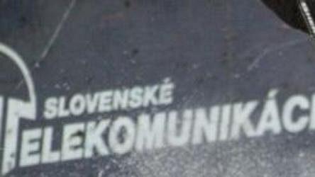 Gólman Košic Miro Šimonovič likviduje střelecký pokus hokejistů Zvolana.