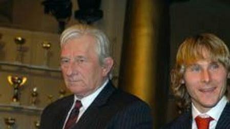 Trenér Karel Brückner sPavlem Nedvědem a Tomášem Junem - archivní foto