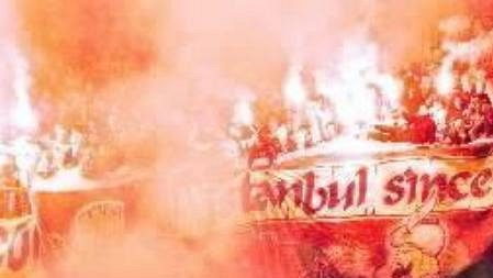 Řádění tureckých fanoušků není na fotbalových stadionech nic nového