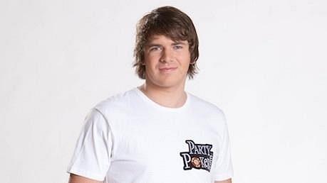 Rodák z německého Leonbergu se naučil hrát poker v roce 2007. Nyní za svůj domov pokládá Londýn, ale většinu času cestuje za pokerem.