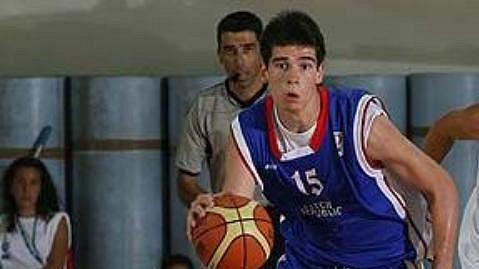 Český basketbalista Milan Ryska v akci