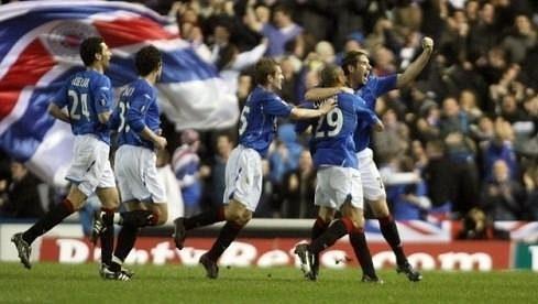 Fotbalisté i fanoušci Glasgow Rangers si na radost v nejvyšší soutěži budou muset nějaký čas počkat. kvůli dluhům budou hrát až čtvrtou nejvyšší soutěž