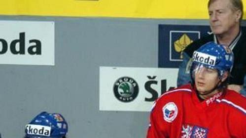 Čeští juniorští hokejisté na střídačce národního týmu - ilustrační fotografie.