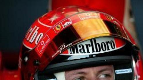Michael Schumacher se připravuje vyjet na trať 1. kvalifikace na GP Austrálie.