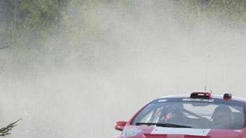 Fin Marcus Grönholm speugeotem na trati čtvrtečního shakedownu Švédské rallye.