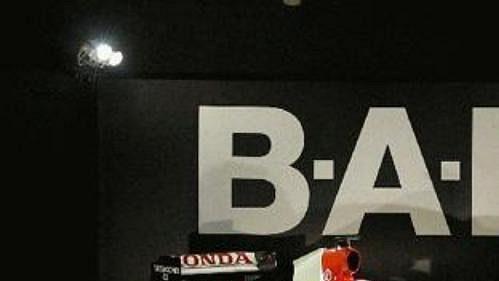 Nový monopost stáje Lucky Strike BAR - Honda 006.