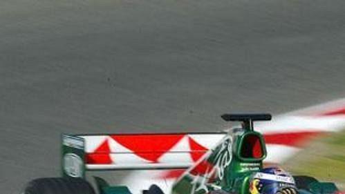 Christian Klien na jaguaru na okruhu při kvalifikaci na Velkou cenu Austrálie.