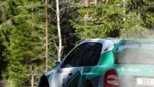 Toni Gardemeister sfabií při Finské rallye.