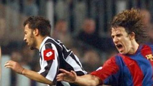 Podle agentury AP by se musel stát zázrak, aby fotbalisté Barcelony (na snímku vpravo Puyol) prohráli vPoháru UEFA sPúchovem