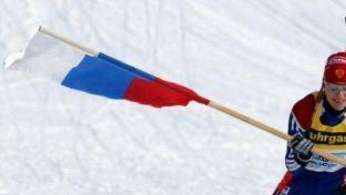 Světlana Černousovová, finišmanka vítězné ruské biatlonové štafety, jede pro první domácí zlato.