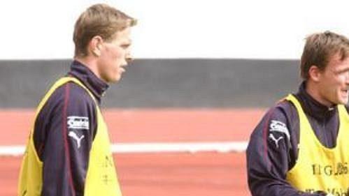 Vladimír Šmicer (uprostřed) na tréninku reprezentace