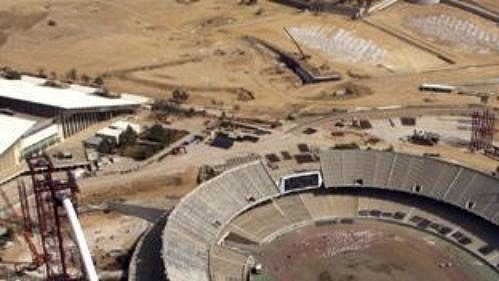 Budoucí hlavní olympijský stadión vAténách je zatím pouhým staveništěm (stav ze září 2003).