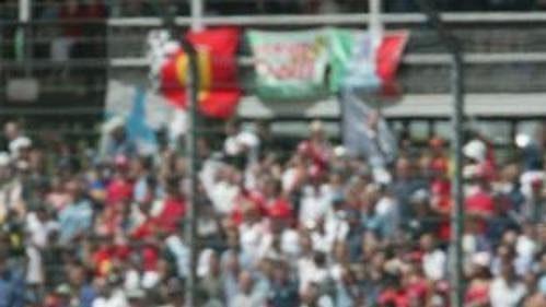Michael Schumacher ztýmu Ferrari na okruhu vSilverstone při Velké ceně Anglie.