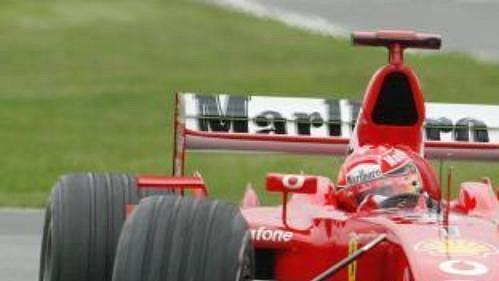 Michael Schumacher se svým Ferrari při prvním tréninku před Velkou cenou Kanady formule 1.