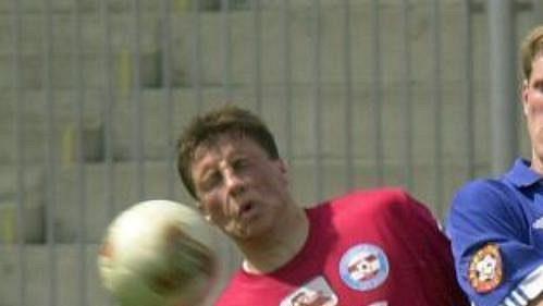 Štěpán Vachoušek ze Slavie Praha (vpravo) a Aleš Schuster z Brna v utkání první fotbalové ligy.