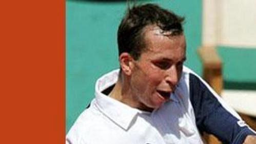 Český tenista Radek Štěpánek během utkání French Open sdomácím Sebastienem Grosjeanem.