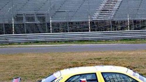 Adam Lacko s Alfou Romeou 156 Super 2000 GTA při testech na okruhu v italské Monze.