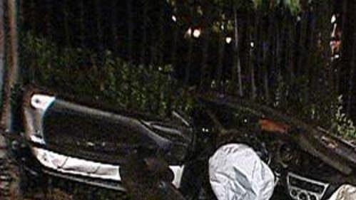 Zcela zdemolovaný vůz, ve kterém havarovali hokejisté Atlanty