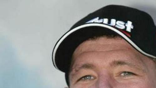 JOS VERSTAPPEN. Narozen: 4. března 1972 vNizozemsku. Mistr Evropy vzáv. motokár (1989), od roku 1994 jezdec MS F1 (vystřídal týmy Benneton, Simtek, Arrows, Tyrrell, Stewart a Minardi). Nejl. umístění vMS: 10. (1994).