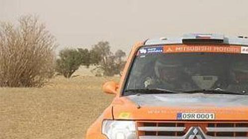 Posádka Miroslav Zapletal - Miloslav Janáček s Mitsubishi Pajero na trati 10. etapy Rallye Dakar. (Ilustrační fotografie).