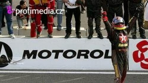 Juan Pablo Montoya se raduje z prvního vítězství v americké sérii Nascar.
